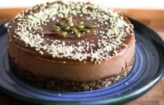 Raw-Vegan-Chocolate-Cake--1200x774